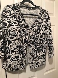 Ann Taylor Black and white  button up blouse. Size 8 Chandler, 85249