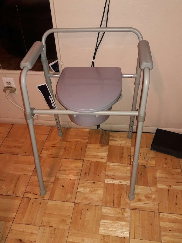 Used Bedside commode 40$ for sale in Mesa - letgo