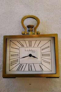 Clock, battery operated