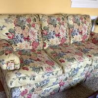 Attractive floral 3 cushion sofa. Very nice condition No probs w fabric. A cheerful looks and comfortable can use most areas of home Berwyn Heights, 20740