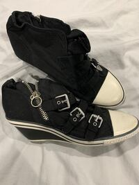 Women's size 8 shoes, worn twice!  Burnaby, V5E 2H7