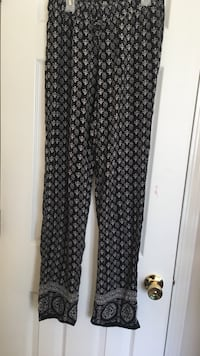 Women's black and white pants* Wilmington