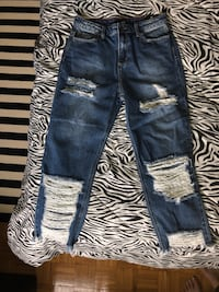 Size 11 Fashion nova distressed boyfriend cut jeans Toronto, M1K 2W7