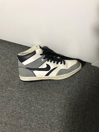 white-and-black Nike high-top sneakers St Catharines, L2M 3W4