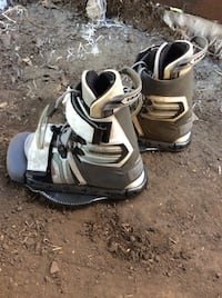 Pair of white-and-gray wake boarding  boots Saint Helena, 94574