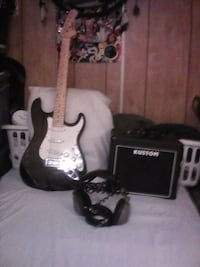 Electric Guitar w /Amp and Headphones San Bernardino, 92410
