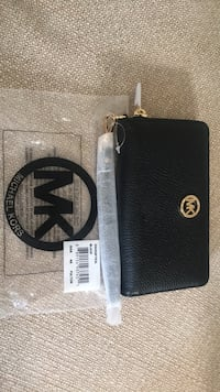 Michael Kors - Fulton Multifunction Leather Wallet
