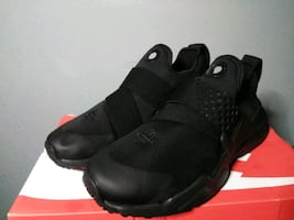 Nike Huaraches (Size 7y)