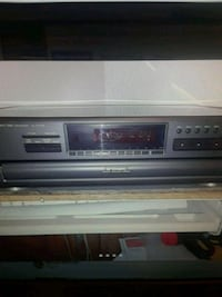 5 disc CD Player. works great