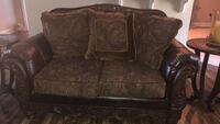 brown and gray floral loveseat Columbia, 38401