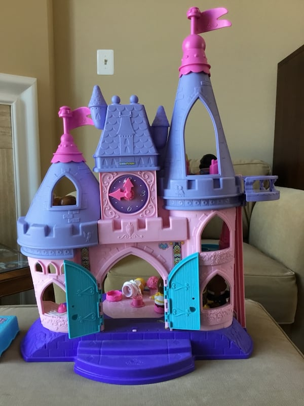 Fisher Price Little People Disney Princess Castle with (8) Figures 973c7e80-7b9f-4718-a16a-2bfcbe702c1f