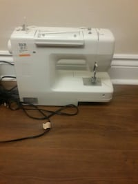 white and gray Singer electric sewing machine Ottawa, K1V 1H8