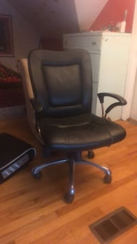 black leather office rolling armchair Chicago, 60656