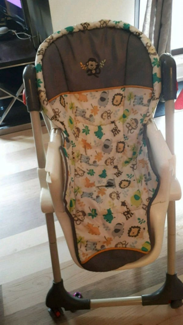 Baby Trend High chair..in good condition 95df7f37-a1bb-4897-b106-07b37573fc90
