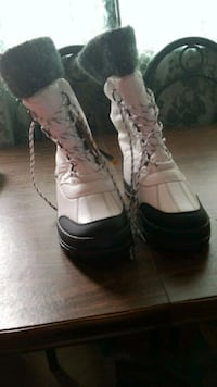 pair of white-and-black duck boots Regina, S4T 5Y7