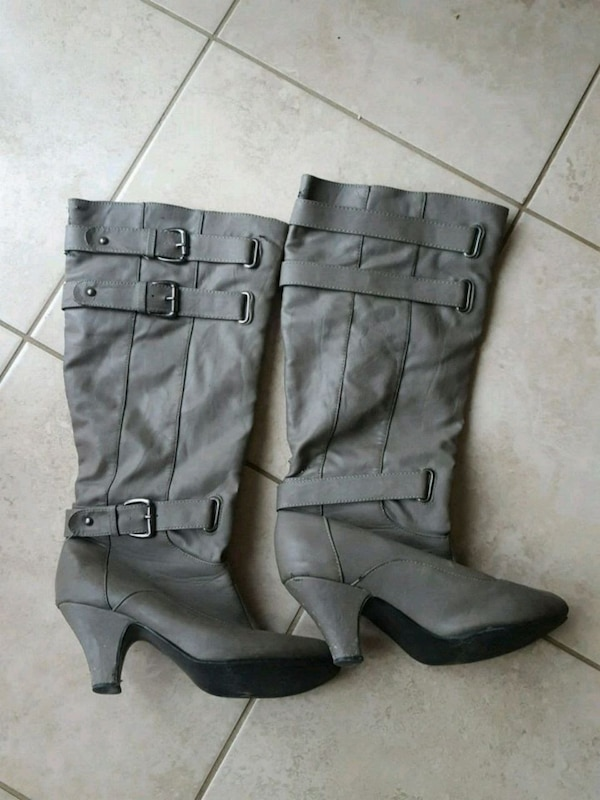 pair of gray leather 3-buckle chunky heel riding boots 637cbef9-58cb-494f-849e-69e843a878b2