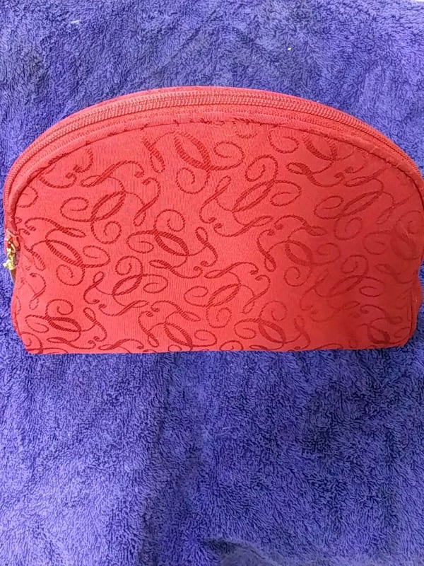 Make up bag 756b5779-01f6-4c47-b87a-fc7293e12906