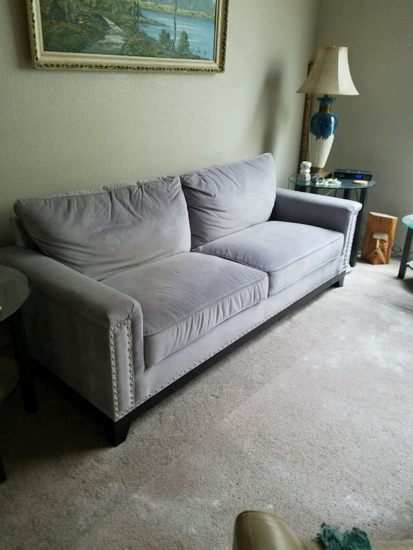 couch 96a728fb-14c1-42bc-b814-759987263aa3