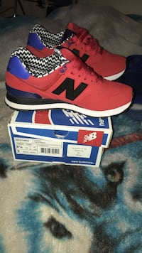 pair of red and black new balance running shoe Wapato, 98951