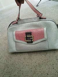 Used guess bag in great condition Palmdale, 93551