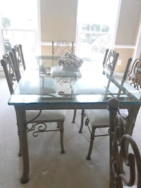 Dining table with 6 chairs included Paeonian Springs, 20129