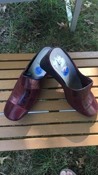 pair of maroon leather sandals band new size 71/2 Alexandria, 22310