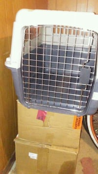 Medium dog kennel carrier 571 mi