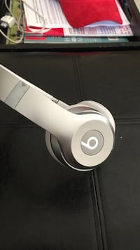 Beats solo 3 wireless silver w/ charger  Richmond, 94806