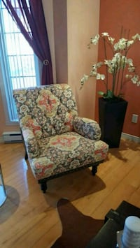 Armed chair 225 each in excellent condition Laval, H7X 3T1