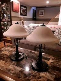 Lovely set of end table lamps 537 km