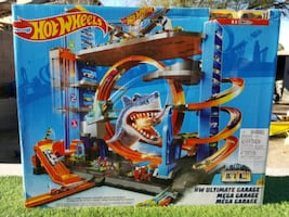 Hot Wheels Garage Toy With Hot Wheels Cars Include