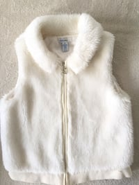 Faux fur zip up vest very clean in excellent condition size 6X Hamilton, L8V 4K6