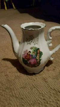 white and red floral ceramic pitcher Bartlesville, 74006