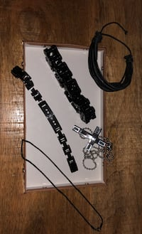 Men's jewelry/accessories