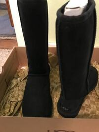 pair of black leather knee-high boots DOVERPLAINS