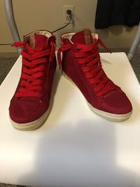 Pair of red  size 6 1960 km