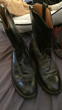 Pair of black leather cowboy boots Baltimore, 21234