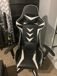 black and white leather padded rolling chair Bakersfield, 93312