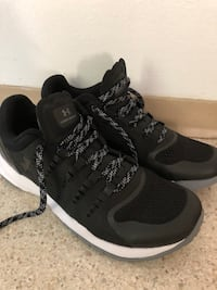 Black under armour runners Coquitlam, V3B