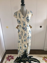 White and blue floral sleeveless dress Montréal, H1Z 3T7
