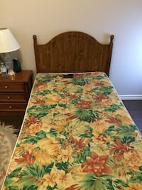 Brown and green floral bed sheet Toronto, M9V