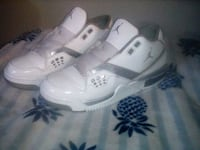 pair of white-and-gray Air Jordan basketball shoes Tucson, 85716