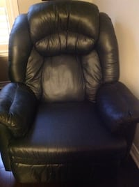 Green leather reclining chair  Vaughan, L4L 7M2