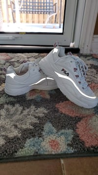 fila ray bright white  with box extra shoe laces  size 6 in women's  Toronto, M1K 3M6