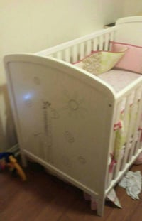 white wooden crib/toddler/daybed never used Saint Catharines, L2R 3W6