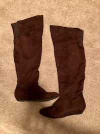 Over the knee brown boots size 7. Some scratches on the bottom. 27 km