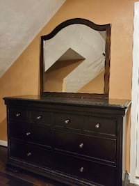 Dresser and mirror Chesapeake