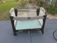 baby's black and white travel cot Ocala, 34473