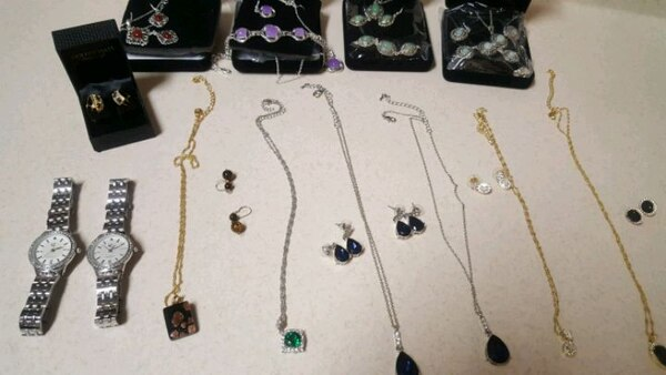 YOU GET A TOTAL of 23 jewelry pieces! 01d0c597-04ec-41a6-bfda-7439cdc3cfd5