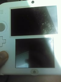 Notenodo it's a Nintendo 2ds it comes with Jurassi Ringgold, 30736
